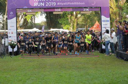 1.200 Pelari Berlari dan Berdonasi di Hyatt Pink Ribbon Run 2019